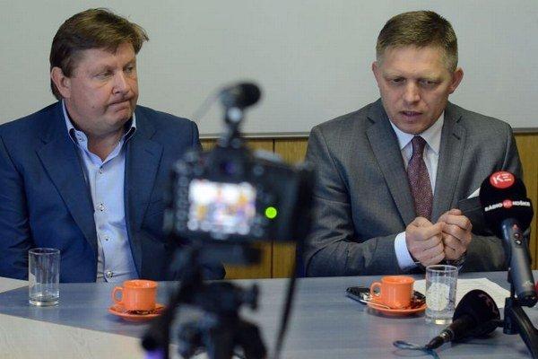 Tlačová konferencia predsedu vlády SR Roberta Fica (na snímke vpravo), vľavo predseda Košického samosprávneho kraja Zdenko Trebuľa.
