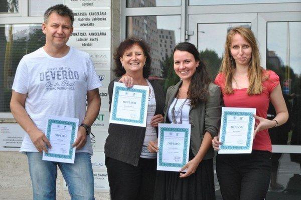 Časť ocenených z redakcie Korzára. Sprava Elena Danková, Katarína Gecziová, Judita Čermáková a Robo Bejda.