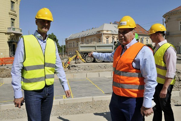 Dvaja šéfovia. Primátor Richard Raši (Smer) a majiteľ Dúhy Miroslav Remeta.