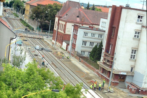 Kuzmányho ulica. Práce mali byť ukončené vlani do konca októbra. Budú až 31. júla tohto roka.