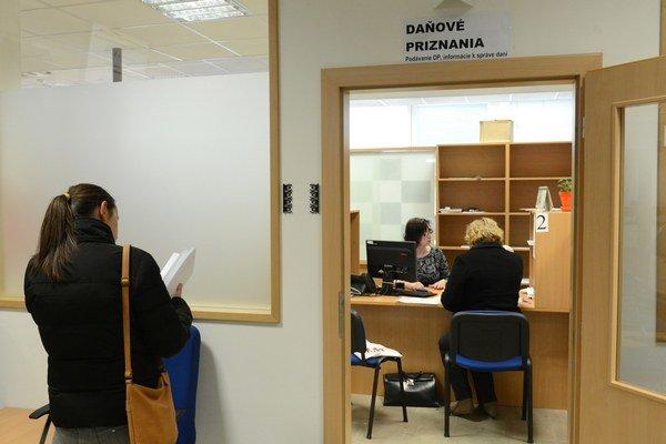 Daňové úrady môžu čakať návštevu poslancov.