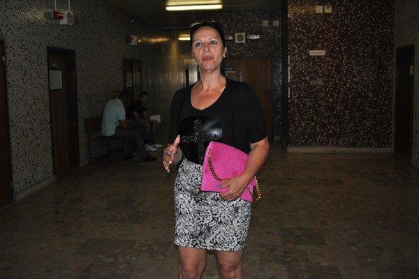 Mojsejová po skončení zasadnutia. Teší ju, že jej súd vyhovel.