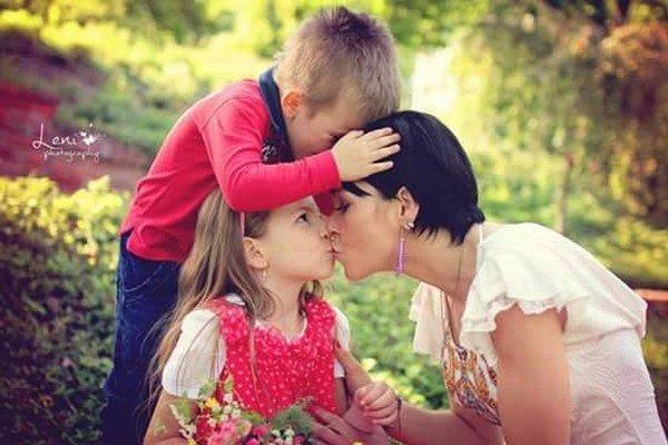 Pacientka Janka Kopková s detičkami. Aj vďaka lekárke opäť žije plnohodnotný život.