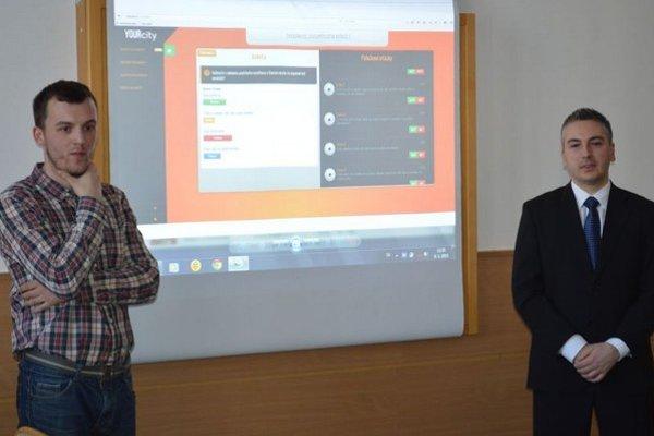 Košičan Matúš Ondáš (vľavo). Tvrdí, že o nikom inom na Slovensku s takým projektom nevie. Ponúka ho aj iným samosprávam.