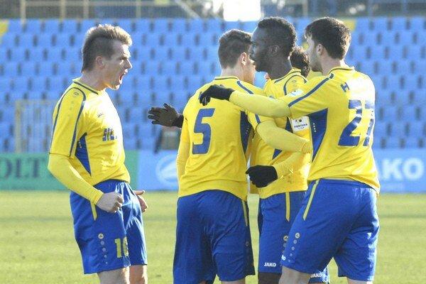 Hráči MFK Košice. Budú sa takto tešiť aj zo svojich výplat?