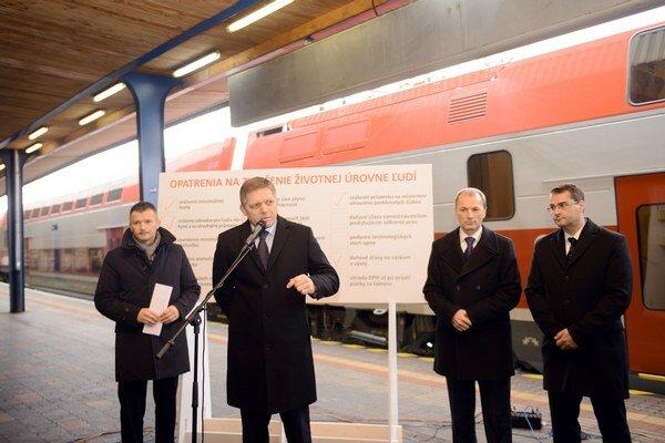 Tlačová konferencia predsedu vlády SR Roberta Fica a ministra dopravy, výstavby a regionálneho rozvoja SR Jána Počiatka a zástupcov ŽSR a ZSSK sa uskutočnila na Hlavnej stanici v Bratislave.