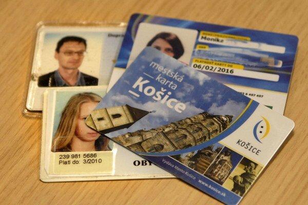 Čipové karty. Staré môžu využívať už len dochodcovia. Ostatní musia mať nové mestské karty od konca júla.
