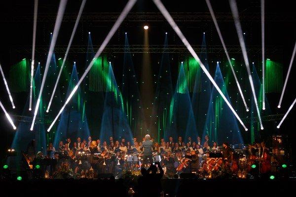 Nezabudnuteľný zážitok. Vytvoril ho aj vďaka zboru, orchestru a vynikajúcim sólistom.