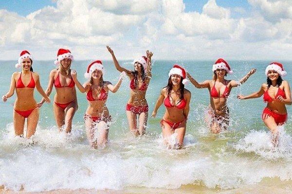 Vianoce v Austrálii. Protinožci sa môžu na Štedrý deň vyšantiť v mori.