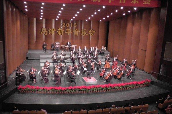 Koncertné i divadelné sály. Filharmonici odohrali deväť koncertov.