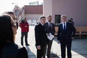 Predseda vlády Robert Fico, minister životného prostredia Peter Žiga a generálny riaditeľ Vodohospodárskej výstavby Ladislav Lazár počas fyzického preberania Vodnej elektrárne Gabčíkovo.