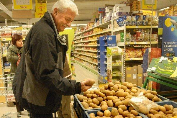 Zemiaky zlacneli. Východniari si ich môžu kúpiť až takmer o polovicu lacnejšie ako pred rokom.