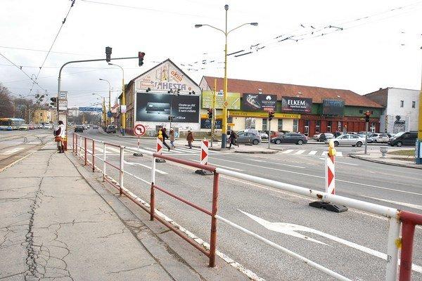 Štúrova ulica. V tomto úseku bude uzavretá z oboch strán. Obchádzková trasa povedie doprava na Žižkovu.