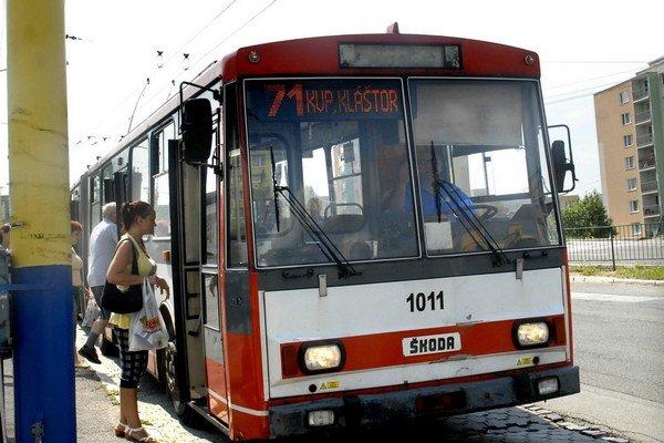Trolejbusy sú zastarané. Na udržanie trolejbusovej dopravy v Košiciach je nevyhnutné nakúpiť nové.