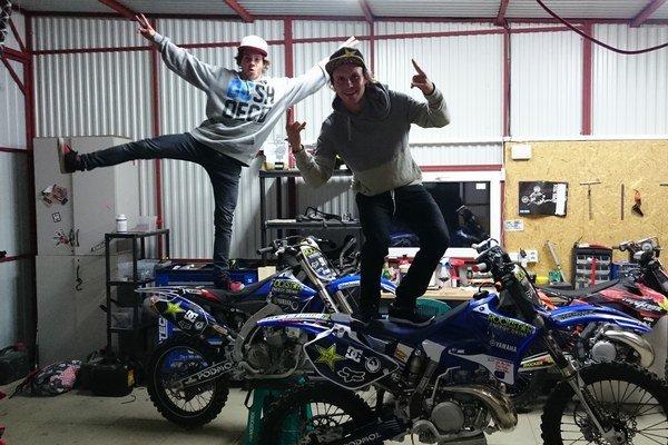 Filip a Libor Podmolovci. Na motorkách si to rozdajú v košickej Steel Aréne.