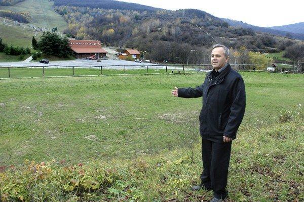 Starosta Ján Kupec. Peniaze z dotácie chceli použiť aj na ihrisko.