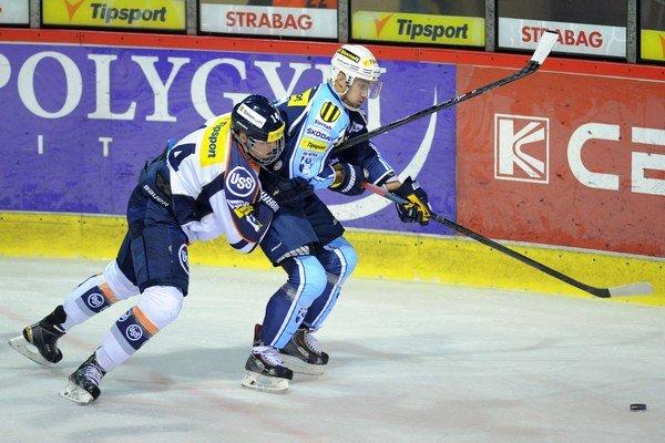 Ostro sledovaný obranca. Erika Černáka si všímajú kluby NHL.