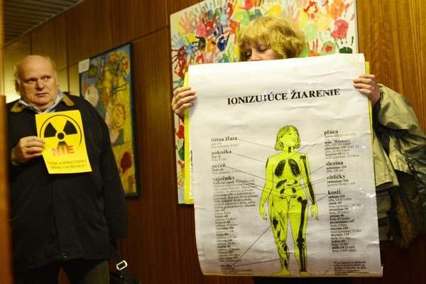 Hrušovský tvrdí, že ministerstvo ignoruje názor občanov.