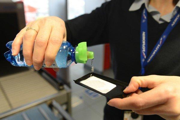 Košické letisko má detekčné zariadenie na kontrolu tekutín.