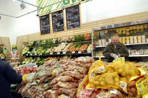 Ovocie a zelenina. To maďarské je lacnejšie a vraj aj chutnejšie.