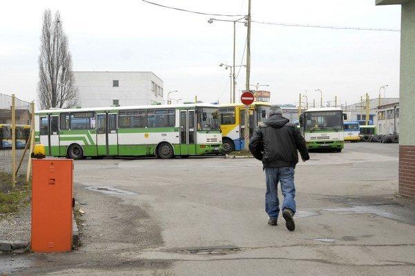 Prepúšťanie v dopravnom podniku. Kvôli nákupu nových autobusov a úspore nákladov na údržbu sa výrazne dotkne ľudí zo Strediska údržby autobusov, trolejbusov a technologických vozidiel.