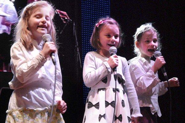 Sofia, Lara a Natália. Tri slečny predviedli výber z ľudových piesní.