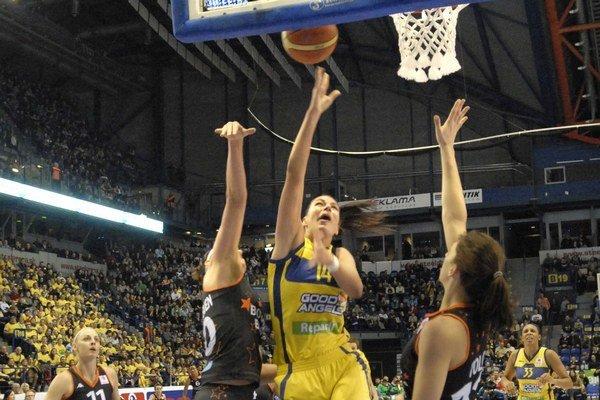 Pivotka Tijana Krivačevičová. V Bourges bola so sedemnástimi bodmi najlepšou strelkyňou Košíc.