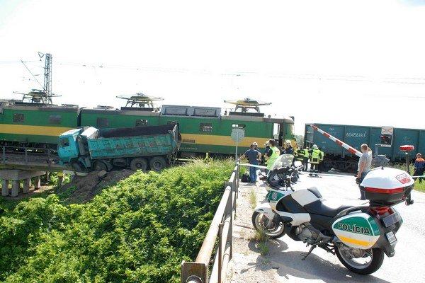 Nehoda pri Haniske. Vodič tatrovky zraneniam podľahol na mieste nehody.