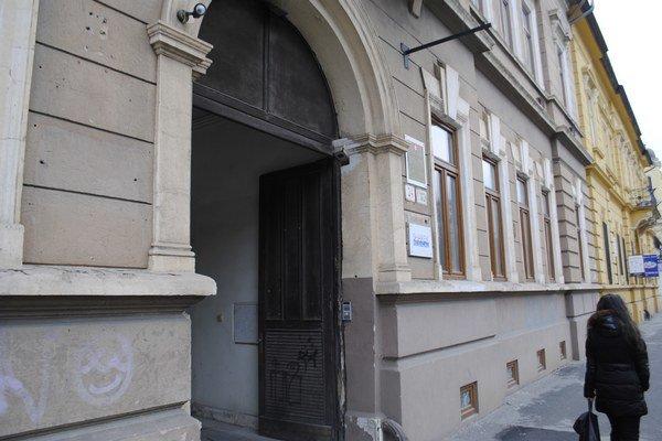 Dom na Moyzesovej. Karol M. a dcéra majú exekútorský úrad na jednom mieste.