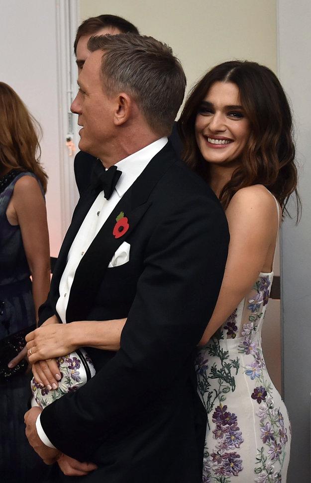 Rachel Weisz so svojím manželom hercom Danielom Craigom na londýnskej premiére bondovky Spectre.