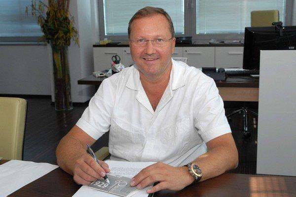Riaditeľ VÚSCH. MUDr. František Sabol je od roku 2012 aj hlavným odborníkom pre kardiochirurgiu ministerstva zdravotníctva.