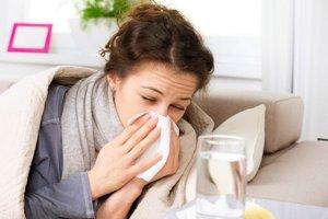 Nádcha alebo chrípka? Baktérie začínajú mať nad antibiotikami prevahu.