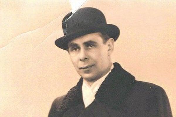 Mikuláš Gaško sa narodil sa 19. augusta 1906 v Košických Hámroch. Bol synom obchodníka a učiteľky. Ako trojročný prišiel o otca. Polosirotu vychovala matka ako svoje jediné dieťa. Rodina sa v roku 1918 prisťahovala do Košíc. Tu absolvoval maďarské školy,