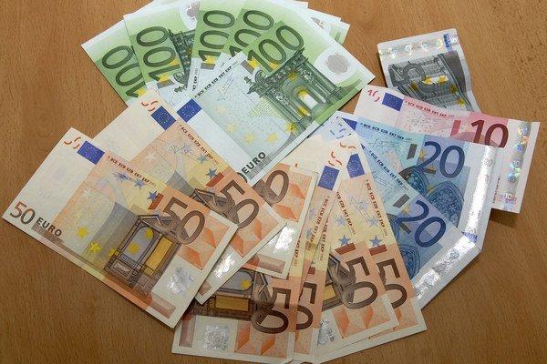 Eurobankovky. Falošných  je čoraz viac.