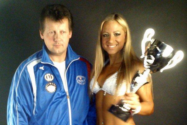 S trofejou z Paríža. Nikola Krčová a jej tréner Arpád Mester.