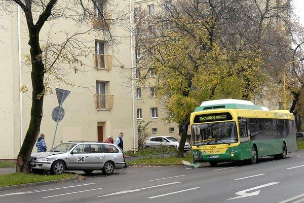 Rastislavova. Nehoda sa našťastie obišla bez zranení.