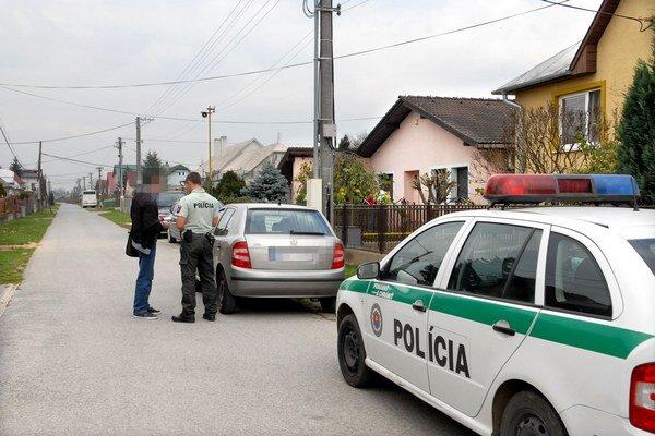 Geča. Jána J. museli spacifikovať privolaní policajti, hrozí mu až rok pobytu za mrežami.