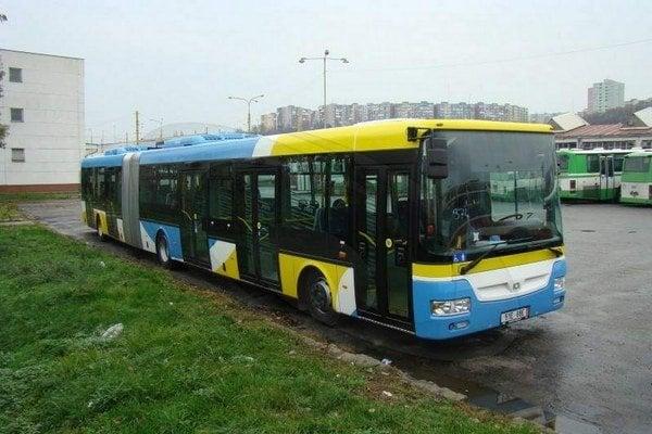 Prvá košická harmonika Sor. Kĺbových autobusov bude 56, zvyšných 71 bude kratších.