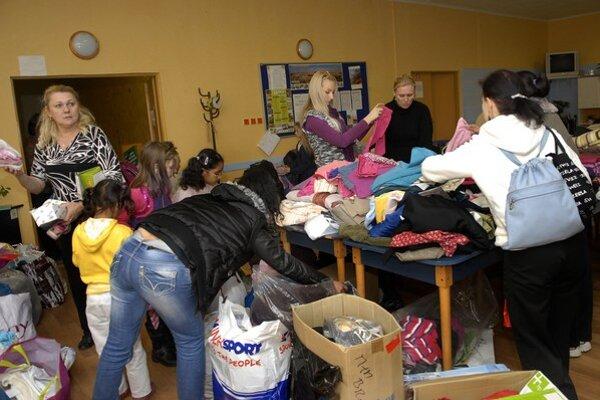Darcov neustále pribúda. Obnosené oblečenie nemusí skončiť v kontajneri.