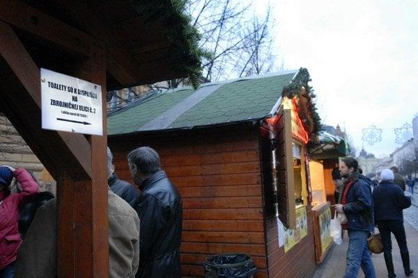 Vianočné trhy. S prenosnými WC na trhoch vraj nesúhlasila cirkev.