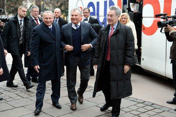 Na pozvanie R. Schustera pricestoval do Košíc rakúsky prezident Heinz Fischer (vpravo) aj bývalý poľský prezident Aleksander Kwasniewski (v strede).