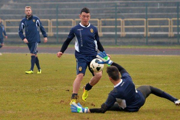Na skúške v Ternane. Juraj Hovančík (vľavo) počas jedného z tréningových zápasov na sústredení vo Fiuggi.