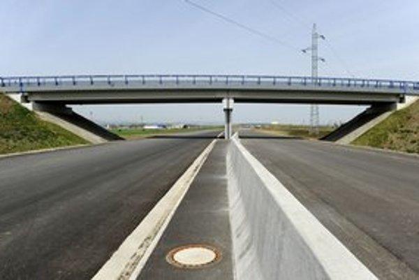 Výstavba rýchlostnej komunikácie R4 z Košíc po hranicu s Maďarskou republikou.