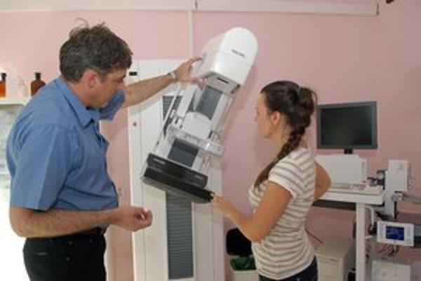 Moderný mamograf. Digitálne snímky sú presnejšie a podrobnejšie.