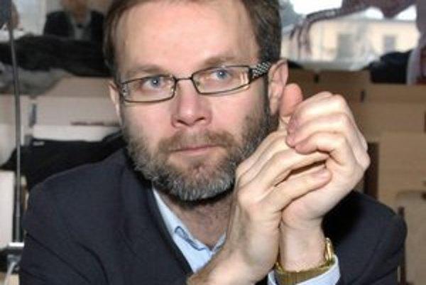 Vladimír Gürtler. Zvolili ho za predsedu strany 7 statočných.