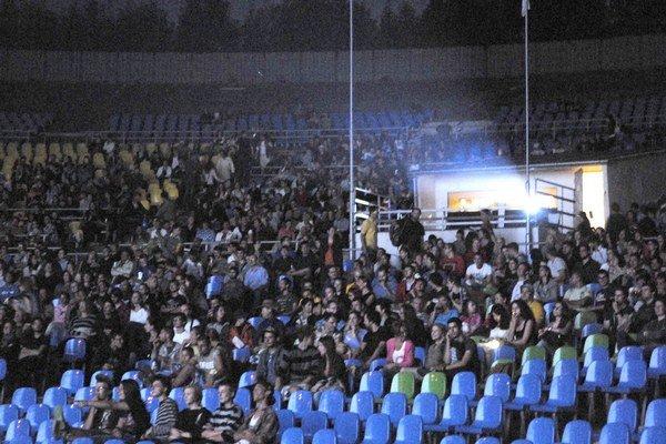 Amfiteáter. Diváci postupne zaplnili 4-tisíc miest.