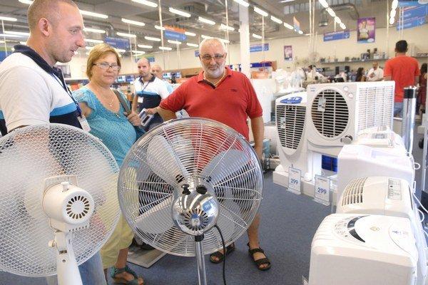 Zákazníci si vyberajú klímu. Preferujú prenosnú.