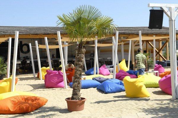 Nový štýlový plážový klub. Či si ľudia priplatia, sa uvidí.
