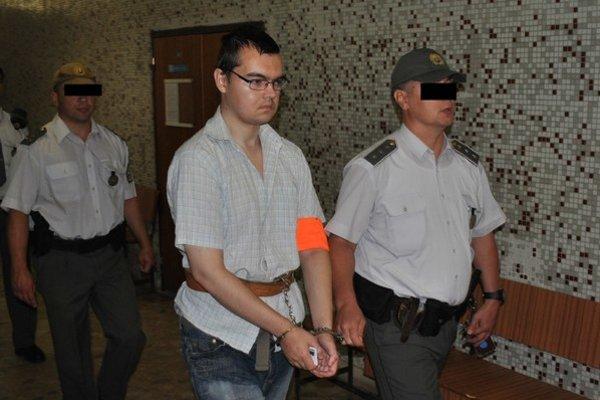 Ladislav je vo väzbe 18 mesiacov. V tvári zreteľne pribral.