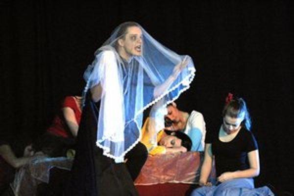 Študenti hudobno–dramatického odboru zahrali Démona. Predstavenie si užili, hrali pre potlesk, nie kvôli známkam.